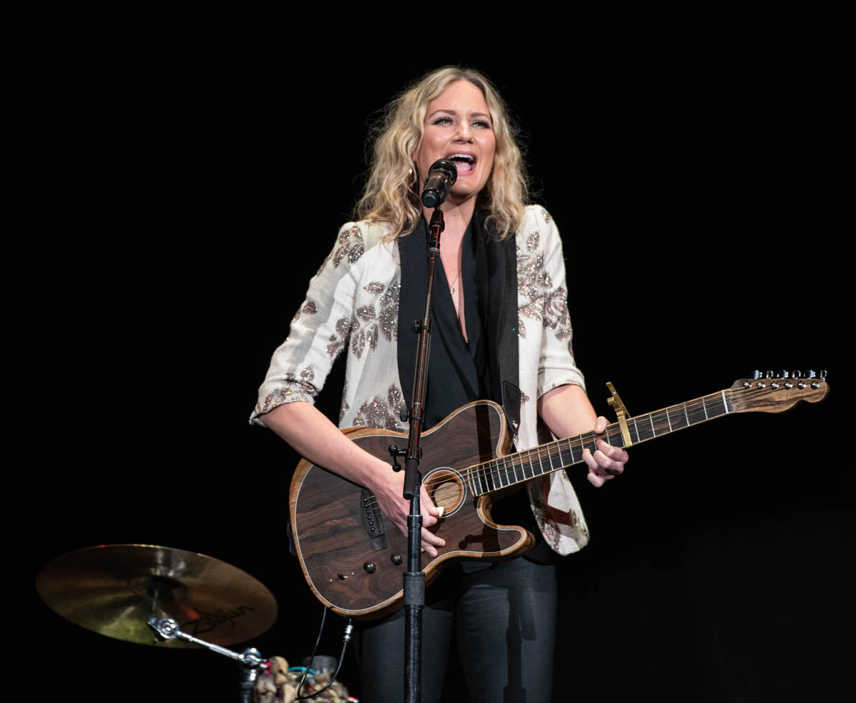 Jennifer Nettles opens for Josh Groban at Bankerslife Fieldhouse in Indianapolis, IN. || 06/19/19 ||