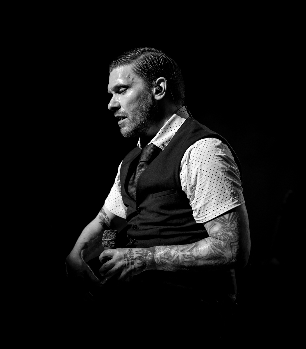 Brent Smith of Shinedown performs at Hollywood Casino Amphitheatre in Tinley Park, IL on 07/14/2019.