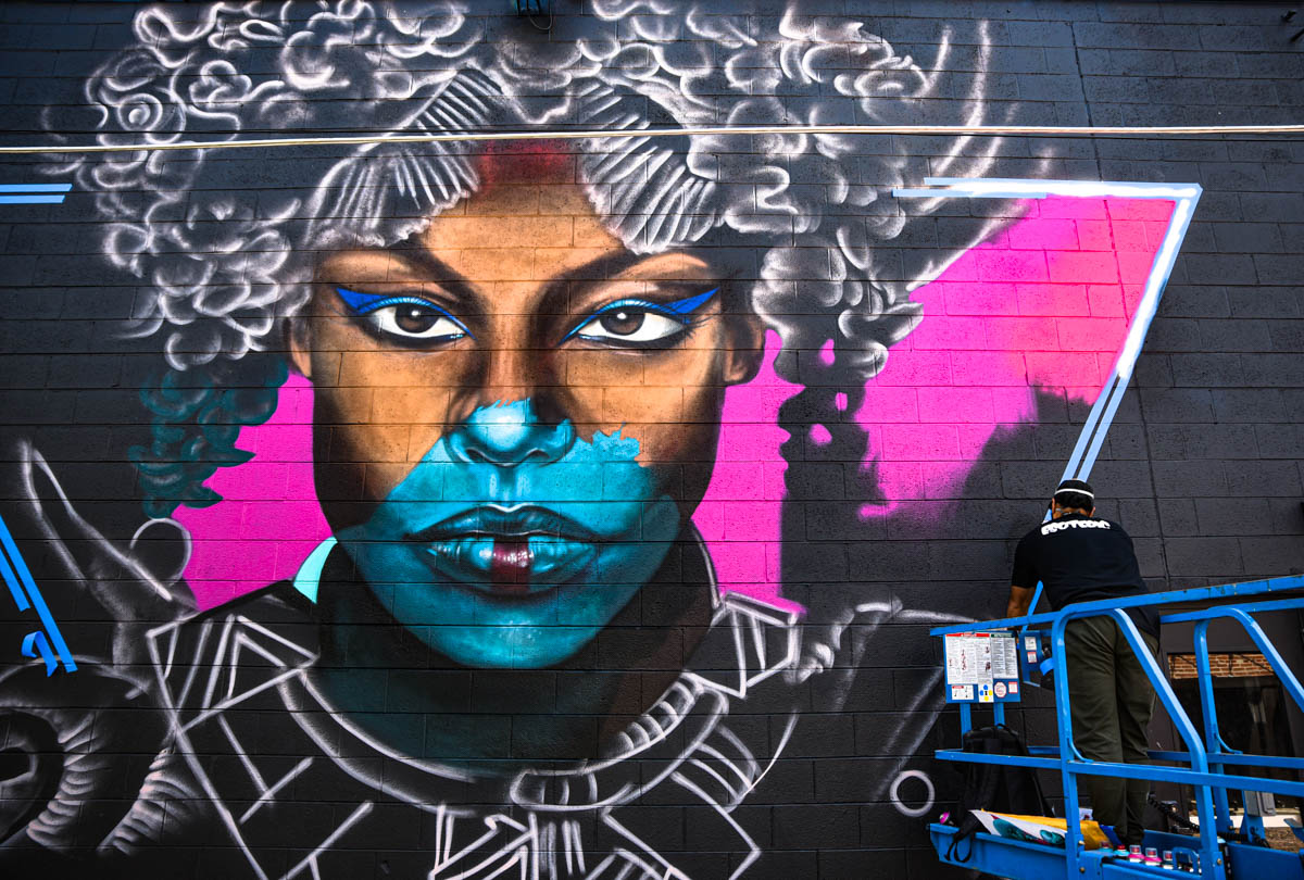 An artist finishes up his piece at Crush Walls 2019   River North Arts District (RINO)   Denver, CO.   09/06/2019   Photos: ©Pix Meyers 2019