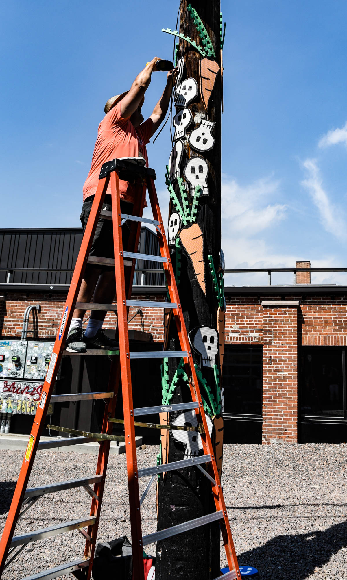 An artist finishes up his piece at Crush Walls 2019 | River North Arts District (RINO) | Denver, CO. | 09/06/2019 | Photos: ©Pix Meyers 2019