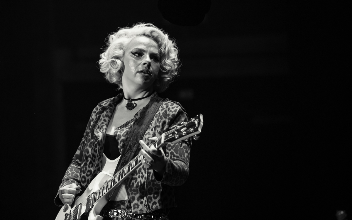 Samantha Fish and her band performing at the Beacon Theater in Hopewell, VA on April 14, 2021. Photo Credit: © Dave Pearson 2021-004