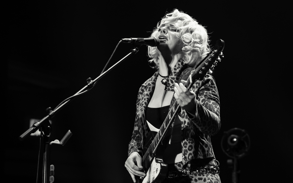 Samantha Fish and her band performing at the Beacon Theater in Hopewell, VA on April 14, 2021. Photo Credit: © Dave Pearson 2021-028