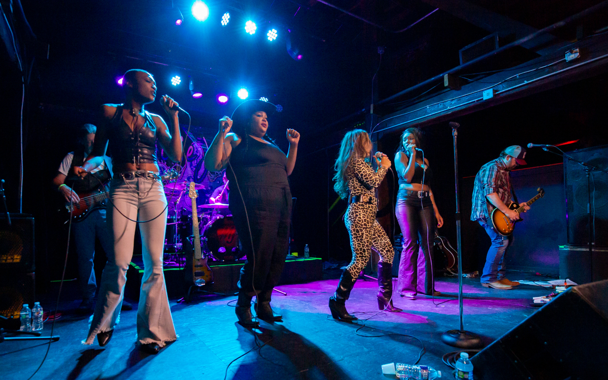Chapel Hart performing with Mickie James and her band at The Canal Club in Richmond, VA on July 10, 2021. Photo Credit: © Dave Pearson 2021